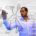 Cursos online de calzado. Dibujando calzado en una pizarra